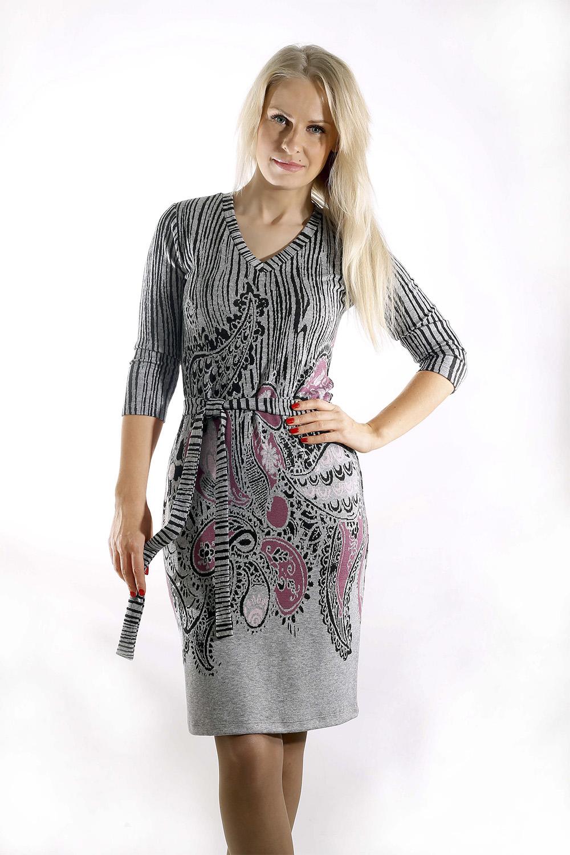 ПлатьеПлатья<br>Удобное женское платье полуприталенного силуэта. Модель выполнена из приятного трикотажа. Прекрасный вариант для повседневного гардероба.  Платье с поясом.  Цвет: серый, черный, розовый  Рост девушки-фотомодели 170 см.<br><br>По образу: Город,Свидание<br>По стилю: Повседневный стиль<br>По материалу: Вискоза,Трикотаж<br>По рисунку: Абстракция,Цветные<br>По сезону: Весна,Осень<br>По силуэту: Приталенные<br>По элементам: С поясом<br>По форме: Платье - футляр<br>По длине: До колена<br>Рукав: Рукав три четверти<br>Горловина: V- горловина<br>Размер: 46,48,52,50<br>Материал: 80% вискоза 15% полиэстер 5% эластан<br>Количество в наличии: 2