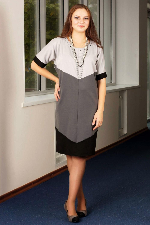 ПлатьеПлатья<br>Стильное трикотажное платье свободного силуэта с контрастными геометричными вставками. Рукав цельнокроеный выше локтя с неширокой манжетой.  Длина около 100 см. в зависимости от размера  Цвет: серый, черый  Ростовка изделия 170 см.<br><br>Горловина: С- горловина<br>По длине: Ниже колена<br>По материалу: Вискоза,Трикотаж<br>По образу: Город,Офис,Свидание<br>По рисунку: Цветные<br>По силуэту: Полуприталенные<br>По стилю: Офисный стиль,Повседневный стиль<br>Рукав: До локтя<br>По сезону: Осень,Весна,Зима<br>Размер : 50<br>Материал: Джерси<br>Количество в наличии: 1