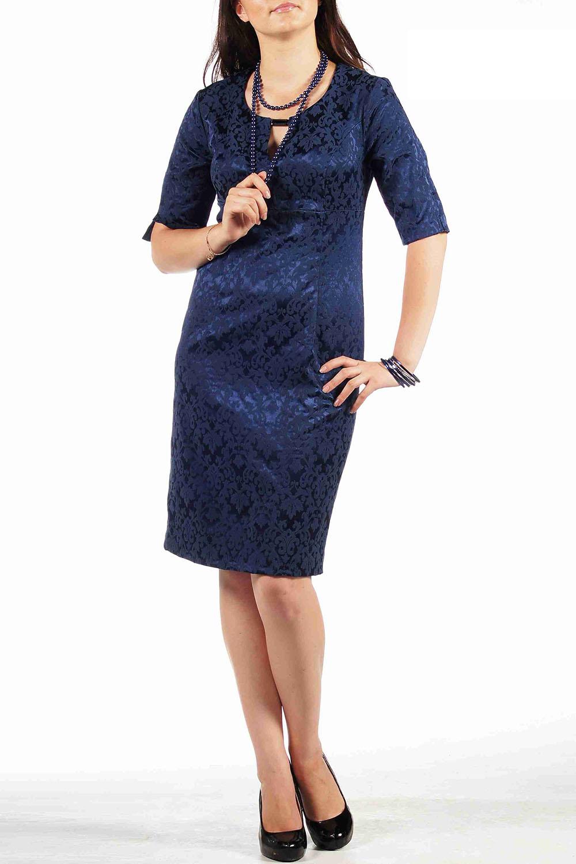 ПлатьеПлатья<br>Элегантное платье-футляр отрезное под грудью выполненное из хлопкового жаккарда. Лиф переда с рельефами и глубоким V-образным вырезом, соединенным металлической пряжкой. Юбка спинки и переда с талиевыми вытачками. На спинке в среднем шве расположена шлица. Рукав длиной до локтя с верхним швом, в котором обработан небольшой разрез.   Длина:   42-48 размеры -  97 см.  после 50 размера - 102 см.   Цвет: синий<br><br>По материалу: Тканевые<br>По сезону: Весна,Всесезон,Зима,Лето,Осень<br>По стилю: Нарядный стиль,Повседневный стиль<br>По форме: Платье - футляр<br>По элементам: С декором<br>Горловина: С- горловина<br>По длине: До колена<br>По рисунку: Однотонные<br>По силуэту: Приталенные<br>Рукав: Рукав три четверти<br>Размер : 46<br>Материал: Плательная ткань<br>Количество в наличии: 4