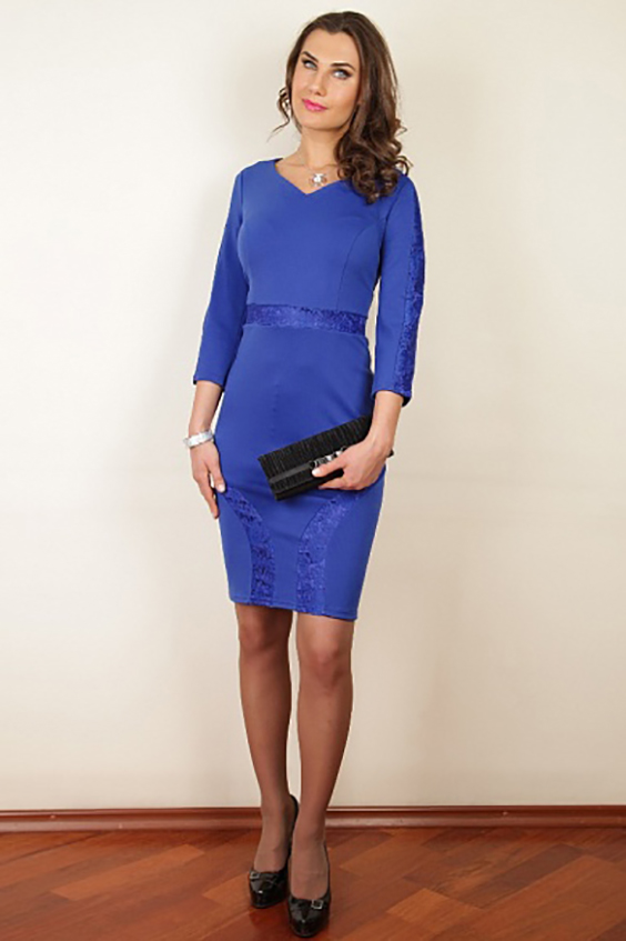 ПлатьеПлатья<br>Нарядное женское платье с V-образной горловиной и рукавами 3/4. Модель выполнена из плотного трикотажного полотна с декором из гипюра. Отличный выбор для любого торжества.  Цвет: синий  Рост девушки-фотомодели 176 см  Параметры (обхват груди; обхват талии; обхват бедер): 44 размер - 88; 66,4; 96 см 46 размер - 92; 70,6; 100 см 48 размер - 96; 74,2; 104 см 50 размер - 100; 90; 106 см 52 размер - 104; 94; 110 см 54-56 размер - 108-112; 98-102; 114-118 см 58-60 размер - 116-120; 106-110; 124-130 см<br><br>Горловина: V- горловина<br>По длине: До колена<br>По материалу: Гипюр,Трикотаж<br>По рисунку: Однотонные<br>По сезону: Весна,Зима,Лето,Осень,Всесезон<br>По стилю: Нарядный стиль<br>По форме: Платье - футляр<br>По элементам: С декором<br>Рукав: Рукав три четверти<br>По силуэту: Приталенные<br>Размер : 48,50,52<br>Материал: Джерси + Гипюр<br>Количество в наличии: 3