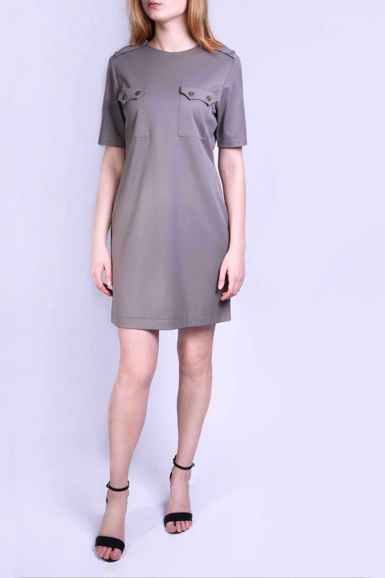 ПлатьеПлатья<br>Платье серого цвета с коротким рукавом, эполетами и накладными карманами на груди. Длина платья до середины бедра.  Параметры размеров: Обхват груди размер 42 - 84 см, размер 44 - 88 см, размер 46 - 92 см, размер 48 - 96 см, размер 50 - 100 см, размер 52 - 104 см Обхват талии размер 42 - 64 см, размер 44 - 68 см, размер 46 - 72 см, размер 48 - 76 см, размер 50 - 80 см, размер 52 - 84 см Обхват бедер размер 42 - 92 см, размер 44 - 96 см, размер 46 - 100 см, размер 48 - 104 см, размер 50 - 108 см, размер 52 - 112 см  Цвет: коричнево-серый  Ростовка изделия 170 см.<br><br>Горловина: С- горловина<br>По длине: До колена<br>По материалу: Вискоза,Тканевые<br>По рисунку: Однотонные<br>По силуэту: Прямые<br>По стилю: Кэжуал,Офисный стиль,Повседневный стиль<br>По элементам: С карманами,С патами<br>Рукав: До локтя<br>По сезону: Осень,Весна,Зима<br>Размер : 42,44,46,48,50,52<br>Материал: Плательная ткань<br>Количество в наличии: 9
