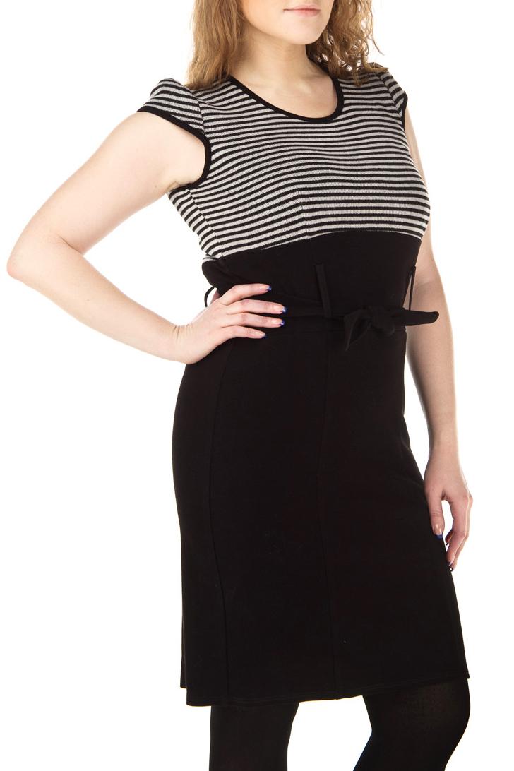 ПлатьеПлатья<br>Элегантное женское платье с короткими рукавами и завышенной талией. Модель выполнена из шерстянной ткани. Отличный выбор для повседневного и делового гардероба.  Цвет: черный, бежевый<br><br>Горловина: С- горловина<br>По длине: До колена<br>По материалу: Шерсть<br>По рисунку: В полоску,Цветные,С принтом<br>По силуэту: Полуприталенные<br>По стилю: Повседневный стиль<br>По форме: Платье - футляр<br>По элементам: С декором,С завышенной талией<br>Рукав: Короткий рукав,Без рукавов<br>По сезону: Зима,Осень,Весна<br>Размер : 52,54<br>Материал: Шерсть<br>Количество в наличии: 3