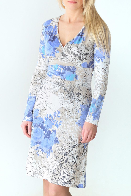 ПлатьеПлатья<br>Женское платье с V-образной горловиной и длинными рукавами. Модель выполнена из приятного трикотажа. Отличный выбор для повседневного гардероба.  Цвет: белый, голубой<br><br>Горловина: V- горловина<br>По материалу: Вискоза,Трикотаж<br>По рисунку: Цветные,Цветочные,С принтом<br>По сезону: Весна,Осень<br>По силуэту: Полуприталенные<br>Рукав: Длинный рукав<br>По длине: До колена<br>По форме: Домашние платья<br>Размер : 44,46,48,50,52<br>Материал: Вискоза<br>Количество в наличии: 11