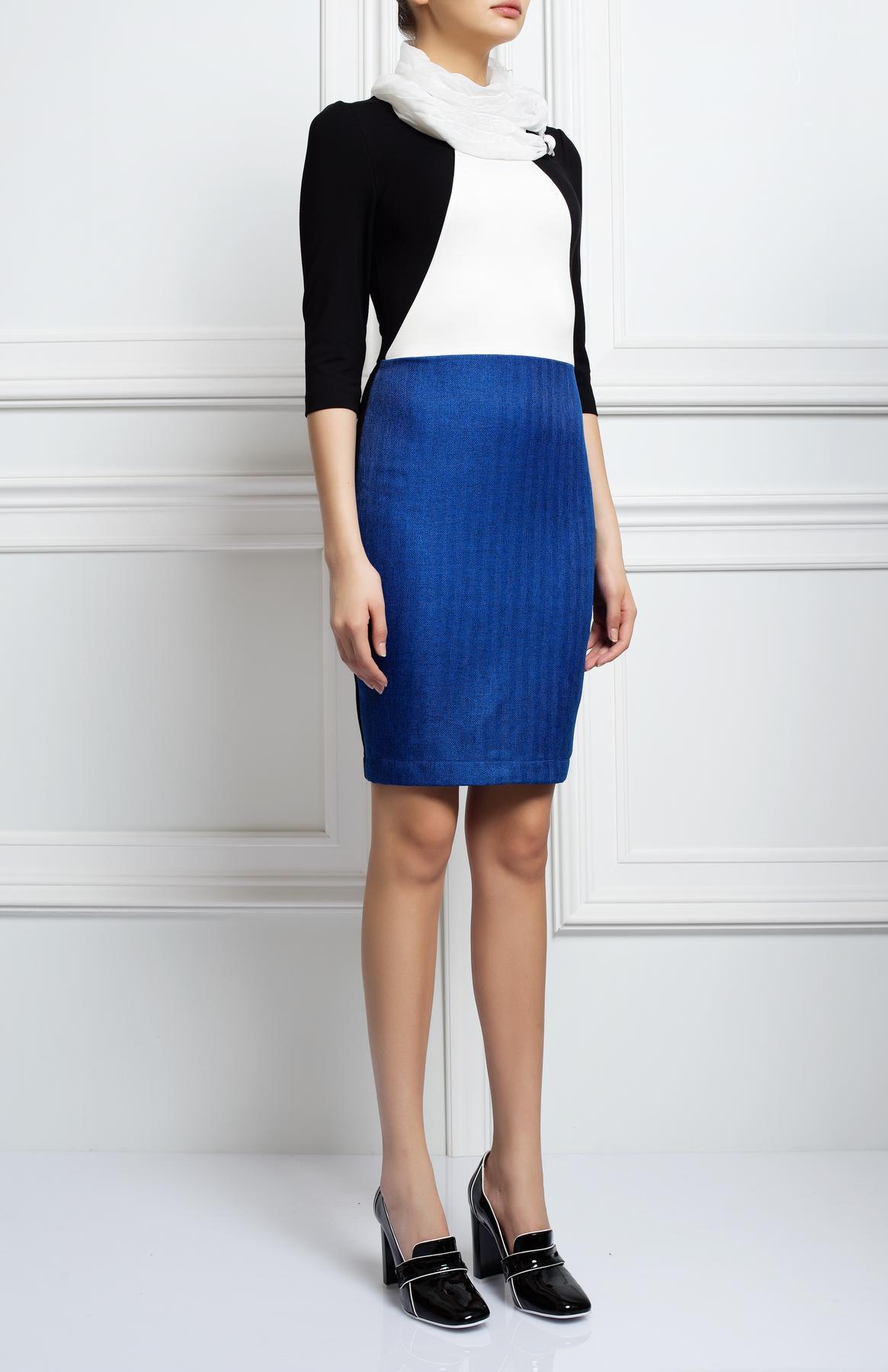 ПлатьеПлатья<br>Женское платье с круглой горловиной и рукавами 3/4. Модель выполнена из плотной ткани. Отличный выбор для повседневного гардероба.  Цвет: синий, черный, белый<br><br>Горловина: С- горловина<br>По длине: Миди<br>По материалу: Вискоза,Тканевые<br>По образу: Город,Свидание<br>По рисунку: Цветные<br>По сезону: Весна,Осень<br>По силуэту: Полуприталенные<br>Рукав: Рукав три четверти<br>По форме: Платье - футляр<br>По стилю: Повседневный стиль<br>Размер : 44,46,48<br>Материал: Костюмно-плательная ткань<br>Количество в наличии: 3
