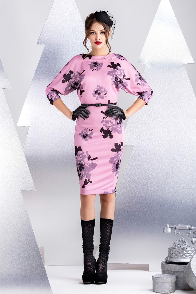 ПлатьеПлатья<br>Платье из вискозного джерси. Эластичное сырье и свободный крой верха делает модель универсальной для любой фигуры. Вырез на спинке до линии бюстгальтера кокетливо оголяет линию плеч. Хит продаж любого сезона. Длина рукава 48 см, длина изделия от линии талии 55 см (для размера 44). Платье без пояса.  В изделии использованы цвета: розовый, серый, черный  Рост девушки-фотомодели 172 см.<br><br>Горловина: С- горловина<br>По длине: До колена<br>По материалу: Вискоза,Трикотаж<br>По рисунку: Растительные мотивы,С принтом,Цветные,Цветочные<br>По силуэту: Полуприталенные<br>По стилю: Повседневный стиль,Романтический стиль<br>По форме: Платье - футляр<br>По элементам: С открытой спиной<br>Рукав: Рукав три четверти<br>По сезону: Осень,Весна<br>Размер : 42,44<br>Материал: Вискоза<br>Количество в наличии: 2