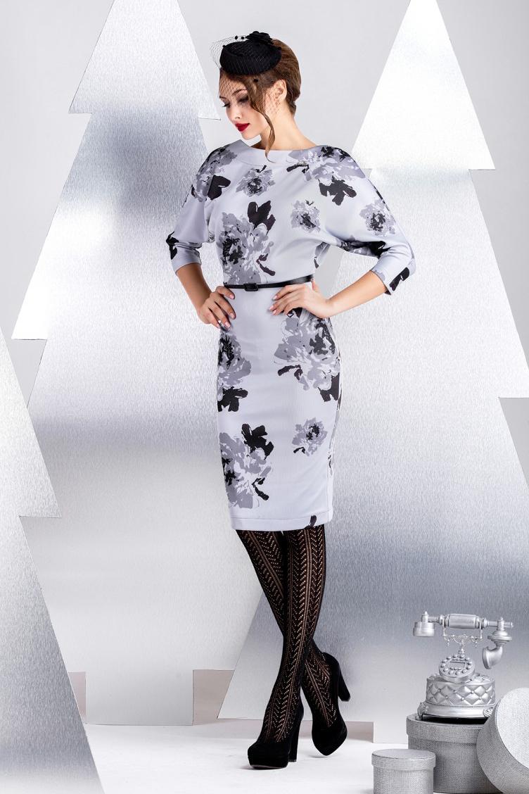 ПлатьеПлатья<br>Платье из вискозного джерси. Эластичное сырье и свободный крой верха делает модель универсальной для любой фигуры. Вырез на спинке до линии бюстгальтера кокетливо оголяет линию плеч. Хит продаж любого сезона. Длина рукава 48 см, длина изделия от линии талии 55 см (для размера 44). Платье без пояса.  В изделии использованы цвета: голубой, серый, черный  Рост девушки-фотомодели 172 см.<br><br>Горловина: С- горловина<br>По длине: До колена<br>По материалу: Вискоза,Трикотаж<br>По рисунку: Растительные мотивы,С принтом,Цветные,Цветочные<br>По силуэту: Полуприталенные<br>По стилю: Повседневный стиль,Романтический стиль<br>По форме: Платье - футляр<br>По элементам: С открытой спиной<br>Рукав: Рукав три четверти<br>По сезону: Осень,Весна<br>Размер : 44<br>Материал: Вискоза<br>Количество в наличии: 1