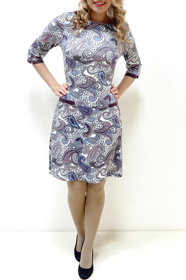 ПлатьеПлатья<br>Красивое женское платье с круглой горловиной и рукавами 3/4. Модель выполнена из приятного трикотажа. Отличный выбор для повседневного гардероба.  Цвет: белый, серый, сиреневый, голубой  Рост девушки-фотомодели 166 см.<br><br>Горловина: С- горловина<br>По длине: До колена<br>По материалу: Трикотаж<br>По образу: Город,Свидание<br>По рисунку: Цветные,С принтом,Этнические<br>По сезону: Весна,Осень,Зима<br>По силуэту: Полуприталенные<br>По стилю: Повседневный стиль<br>Рукав: Рукав три четверти<br>Размер : 46,52,54,56<br>Материал: Трикотаж<br>Количество в наличии: 5