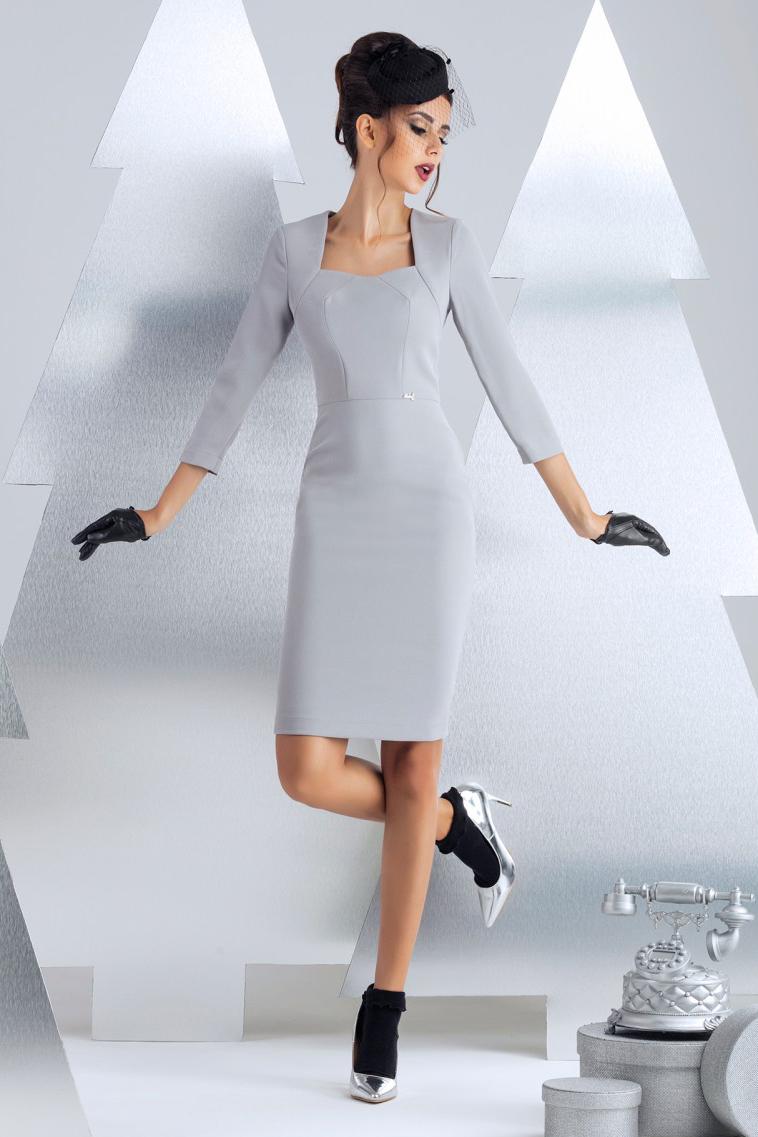 ПлатьеПлатья<br>Платье футляр узкого силуэта. Простота линий силуэта и красота формы декольте идеальное сочетание для офисного платья. По среднему шву спинки предусмотрена двустороння декоративно-функциональная молния. Рукав 3/4 длина 48 см, длина изделия от талии 60 см (для размера 44).  В изделии использованы цвета: серый  Рост девушки-фотомодели 172 см.<br><br>Горловина: Фигурная горловина<br>По длине: До колена<br>По материалу: Костюмные ткани<br>По рисунку: Однотонные<br>По сезону: Зима,Осень,Весна<br>По силуэту: Приталенные<br>По стилю: Классический стиль,Офисный стиль,Повседневный стиль<br>По форме: Платье - футляр<br>По элементам: С молнией<br>Рукав: Рукав три четверти<br>Размер : 46<br>Материал: Костюмно-плательная ткань<br>Количество в наличии: 2