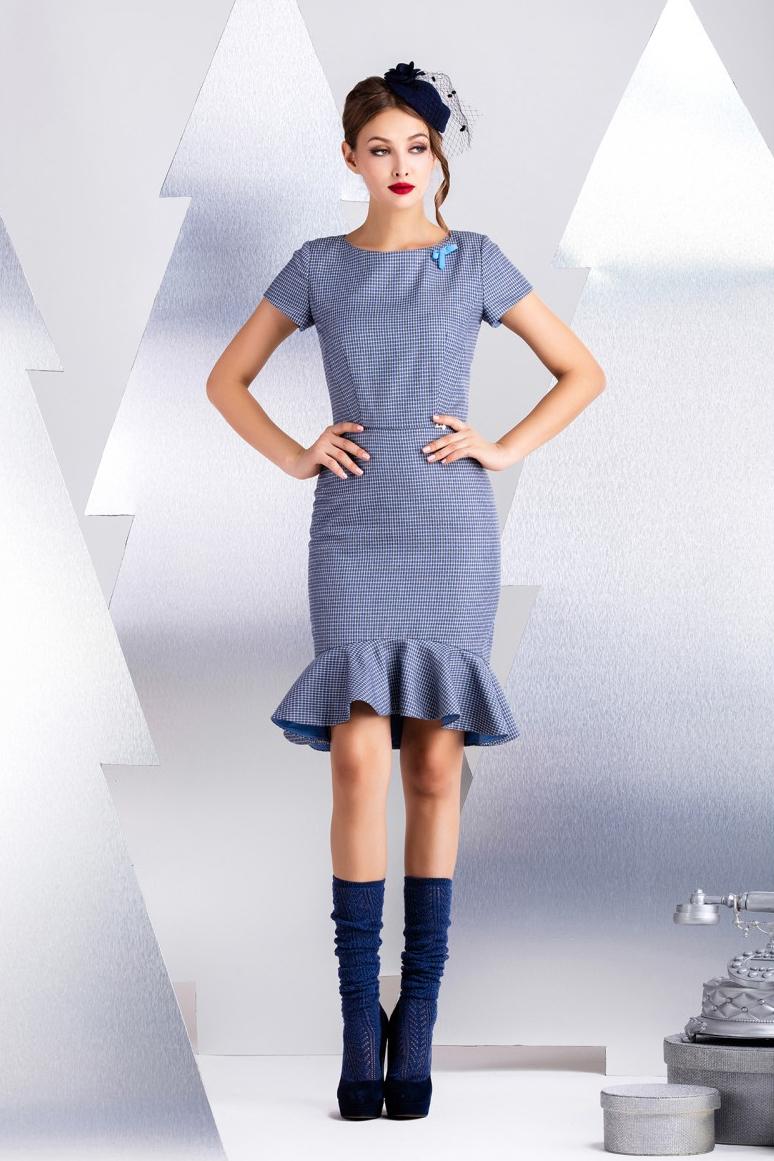 ПлатьеПлатья<br>Платье прилегающего силуэта с воланом по низу. Прекрасное решение для офиса. Посажено на контрастную вискозную подкладку. По среднему шву спинки вставлена декоративно-функциональная молния. Длина рукава 14 см, длина изделия от талии 55 см (для размера 44).  В изделии использованы цвета: голубой, белый, серый  Рост девушки-фотомодели 174 см.<br><br>Горловина: С- горловина<br>По длине: До колена<br>По материалу: Вискоза<br>По рисунку: В клетку,С принтом,Цветные<br>По сезону: Лето,Осень,Весна<br>По силуэту: Приталенные<br>По стилю: Офисный стиль,Повседневный стиль<br>По форме: Платье - годе<br>По элементам: С воланами и рюшами,С декором,С молнией<br>Рукав: Короткий рукав<br>Размер : 46,48<br>Материал: Вискоза<br>Количество в наличии: 2