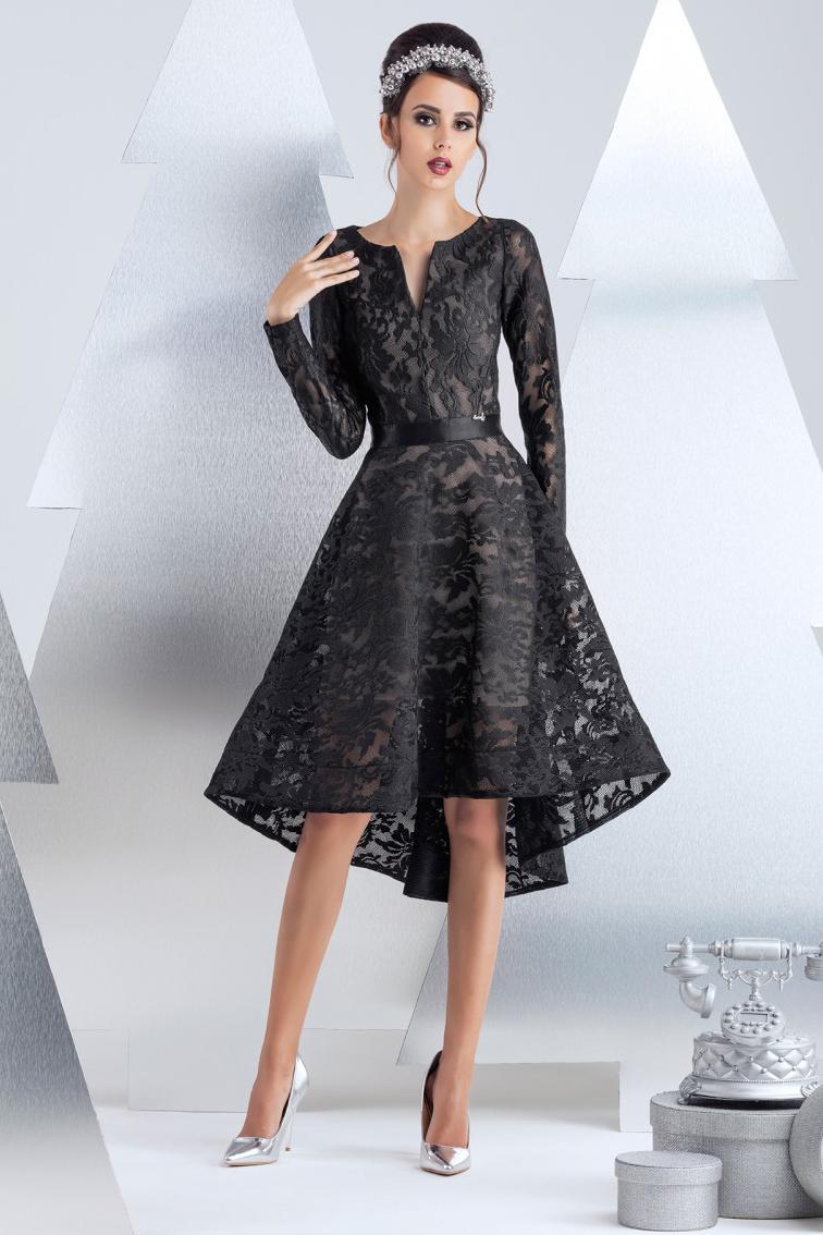 ПлатьеПлатья<br>Коктейльное платье из техно-сетки с цветочным мотивом. Сатиновая резинка в тон, выгодно подчеркивает линию талии. Платье посажено на вискозную подкладку с эластаном телесного цвета, содающую эффект наготы. Низ платья посажен на ленту регилен в тон. Длина изделия от талии 60 см по переду (для размера 44).  В изделии использованы цвета: черный  Рост девушки-фотомодели 174 см.<br><br>Горловина: Фигурная горловина<br>По длине: До колена<br>По материалу: Вискоза,Гипюр<br>По рисунку: Однотонные<br>По сезону: Весна,Зима,Лето,Осень,Всесезон<br>По силуэту: Приталенные<br>По стилю: Вечерний стиль,Нарядный стиль<br>По форме: Платье - трапеция<br>По элементам: С молнией,С подкладом,С фигурным низом,Со шлейфом<br>Рукав: Длинный рукав<br>Размер : 40<br>Материал: Кружево<br>Количество в наличии: 1