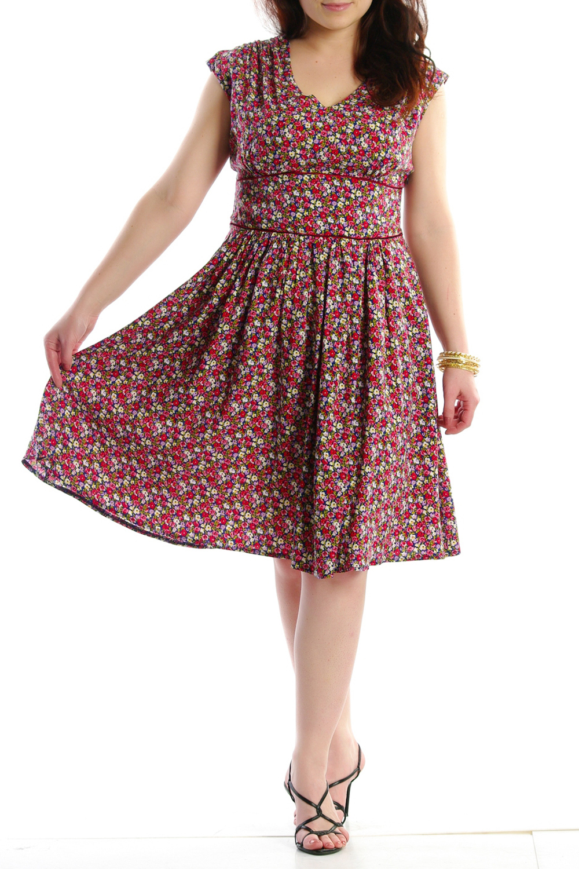 ПлатьеПлатья<br>Женское платье с круглой горловиной и короткими рукавами. Модель выполнена из хлопкового материала. Отличный выбор для повседневного гардероба.  Цвет: красный, мультицвет<br><br>Горловина: С- горловина<br>По образу: Город,Свидание<br>По рисунку: Растительные мотивы,Цветные,Цветочные,С принтом<br>По сезону: Лето<br>По силуэту: Полуприталенные<br>По материалу: Хлопок<br>По стилю: Летний стиль,Молодежный стиль,Повседневный стиль<br>По длине: До колена<br>Рукав: Короткий рукав<br>По форме: Платье - трапеция<br>Размер : 46<br>Материал: Хлопок<br>Количество в наличии: 1