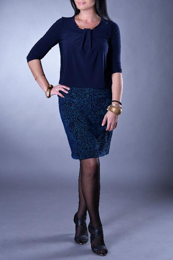 ПлатьеПлатья<br>Красивое платье имитирующее юбку и блузку. Модель выполнена из приятного трикотажа. Отличный выбор для повседневного гардероба.  Цвет: синий, бирюзовый  Рост девушки-фотомодели 167 см  Параметры изделия в размере 56: обхват груди - 112 см обхват талии - 104 см обхват бедер - 118 см Длина изделия - 96 см<br><br>Горловина: С- горловина<br>По длине: До колена<br>По материалу: Трикотаж<br>По рисунку: Цветные,С принтом<br>По сезону: Весна,Осень,Зима<br>По силуэту: Полуприталенные<br>По стилю: Повседневный стиль<br>По форме: Платье - футляр<br>Рукав: Рукав три четверти<br>Размер : 44,50,56,58<br>Материал: Трикотаж<br>Количество в наличии: 9