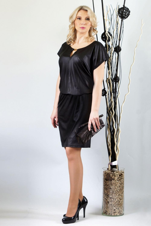 ПлатьеПлатья<br>Актуальное черное под кожу платье подарит максимум комфорта и  сделает Ваш образ незабываемым .Стильный тонкий трикотаж для  платья выбран не случайно, верх с напуском около 6,0-8,0см. относительно юбки мягко наплывает на зону талии , чем и может скрыть лишние килограммы.  Платье «на ножке» плоского кроя со спущенным плечом отлично подойдет девушкам с пышной грудью и узкими бедрами. Полочка с центральным швом. Горловина переда округлая с небольшим треугольным вырезом, скрепленным неразъемной декоративной  металлической пряжкой. Спинка цельная, без отличительных особенностей, с округлой горловиной. Юбка по всей линии притачивания к стану собрана на узкую бельевую резинку. Юбка на подкладке. Длина подкладки короче длины основной юбки на 5 см.  Длина около 101-108 см. в зависимости от размера  Цвет: черный  Ростовка изделия 170 см.<br><br>Горловина: С- горловина<br>По длине: До колена<br>По материалу: Трикотаж<br>По образу: Город,Свидание<br>По рисунку: Однотонные<br>По силуэту: Полуприталенные<br>По стилю: Готический стиль,Повседневный стиль<br>Рукав: Короткий рукав<br>По сезону: Осень,Весна<br>Размер : 48,50,52,54,56,58<br>Материал: Трикотаж<br>Количество в наличии: 10