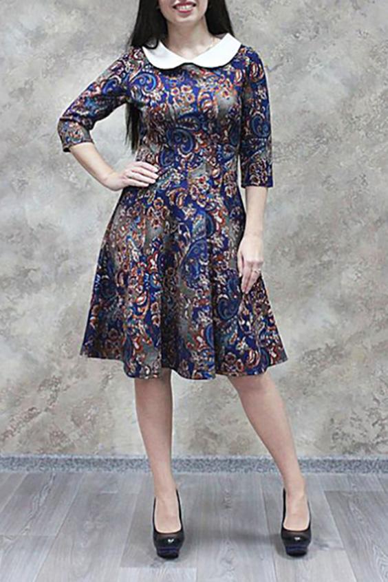ПлатьеПлатья<br>Красивое платье с контрастным отложным воротничком. Модель выполнена из приятного трикотажа с абстрактным принтом. Отличный выбор для повседневного гардероба.  Цвет: синий, мультицвет  Ростовка изделия 170 см.<br><br>Воротник: Отложной<br>Горловина: С- горловина<br>По материалу: Трикотаж<br>По образу: Город<br>По рисунку: Цветные,С принтом,Этнические<br>По стилю: Повседневный стиль<br>По форме: Платье - трапеция<br>Рукав: Рукав три четверти<br>По сезону: Осень,Весна<br>По длине: До колена<br>По силуэту: Приталенные<br>Размер : 44,46,48,50,52,54,56<br>Материал: Трикотаж<br>Количество в наличии: 16
