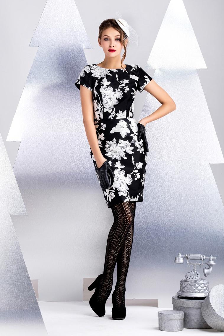 ПлатьеПлатья<br>Платье прямого силуэта с коротким рукавом. Выполнено из комбинации двух материалов вискозного жаккардового полотна и джерси. Из эластичного полотна выполнена спинка изделия, что обеспечивает иделаьную посадку и комфорт в носке. В качестве декоративного элемента используется функциональная молния контрастного цвета. Длина рукава 16 см, длина от талии 56 см (для размера 44).  В изделии использованы цвета: черный, белый  Рост девушки-фотомодели 172 см.<br><br>Горловина: С- горловина<br>По длине: До колена<br>По материалу: Жаккард<br>По рисунку: Растительные мотивы,С принтом,Цветные,Цветочные<br>По силуэту: Приталенные<br>По стилю: Повседневный стиль<br>По форме: Платье - футляр<br>По элементам: С молнией<br>Рукав: Короткий рукав<br>По сезону: Осень,Весна<br>Размер : 42,44,48<br>Материал: Жаккард<br>Количество в наличии: 3
