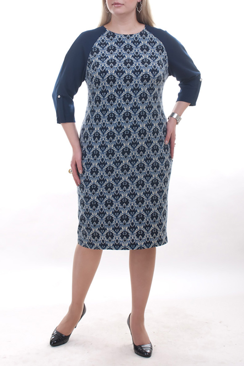 ПлатьеПлатья<br>Чудесное платье с круглой горловиной и рукавами 3/4. Модель выполнена из приятного трикотажа. Отличный выбор для повседневного гардероба.  В изделии использованы цвета: синий, белый  Рост девушки-фотомодели 173 см.<br><br>Горловина: С- горловина<br>По длине: Ниже колена<br>По материалу: Вискоза,Трикотаж<br>По рисунку: С принтом,Цветные<br>По силуэту: Полуприталенные<br>По стилю: Повседневный стиль<br>По форме: Платье - футляр<br>По элементам: С патами,С разрезом<br>Разрез: Короткий<br>Рукав: Рукав три четверти<br>По сезону: Осень,Весна,Зима<br>Размер : 56,58,60,62,64,66,70<br>Материал: Трикотаж<br>Количество в наличии: 27