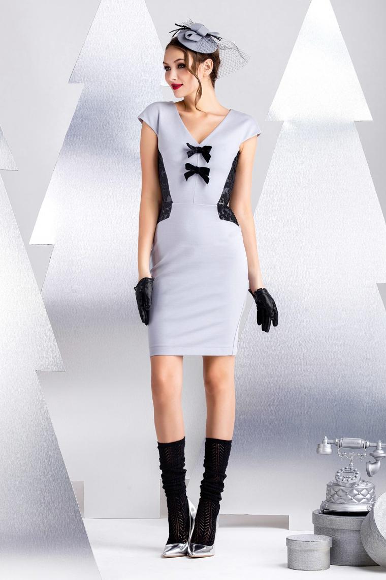 ПлатьеПлатья<br>Офисное платье из плотного хлопково-вискозного джерси с декоративными вставками из контрастного техно-полотна с вышивкой. Особенность конструкции изделия позволяет создать приталенный силуэт и зрительно моделировать фигуру. Спущенное плечо, длина рукава от линии горловины 16 см. Длина изделия от линии талии 56 см (для размера 44).  В изделии использованы цвета: серый, черный  Рост девушки-фотомодели 172 см.<br><br>Горловина: V- горловина<br>По длине: До колена<br>По материалу: Гипюр,Трикотаж<br>По рисунку: Цветные<br>По силуэту: Приталенные<br>По стилю: Нарядный стиль,Повседневный стиль<br>По форме: Платье - футляр<br>По элементам: С декором,С молнией<br>Рукав: Короткий рукав<br>По сезону: Осень,Весна<br>Размер : 40,42,44,46<br>Материал: Джерси + Гипюр<br>Количество в наличии: 4