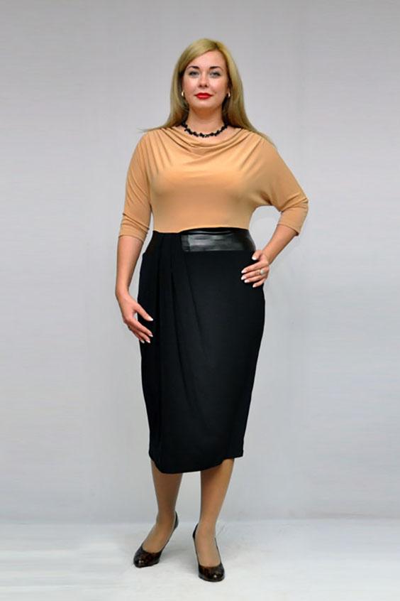 ПлатьеПлатья<br>Интересное платье имитирующее блузку и юбку. Модель выполнена из приятного трикотажа. Отличный выбор для любого случая.  В изделии использованы цвета: черный, бежевый  Рост девушки-фотомодели 173 см<br><br>Горловина: Качель<br>По длине: Ниже колена<br>По материалу: Вискоза,Трикотаж<br>По образу: Город,Свидание<br>По рисунку: Цветные<br>По силуэту: Приталенные<br>По стилю: Повседневный стиль<br>По форме: Платье - футляр<br>По элементам: Со складками<br>Рукав: Рукав три четверти<br>По сезону: Осень,Весна<br>Размер : 58<br>Материал: Вискоза<br>Количество в наличии: 1