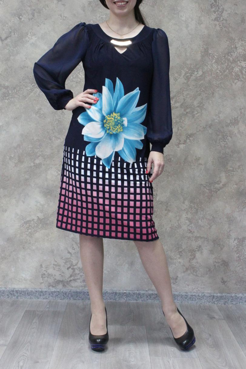 ПлатьеПлатья<br>Великолепное платье с длинными рукавами фонарик и декоративной капелькой. Модель выполнена из приятного трикотажа и воздушного шифона. Отличный выбор для любого случая.  Цвет: синий, розовый, голубой, белый  Ростовка изделия 170 см<br><br>Горловина: С- горловина<br>По длине: Ниже колена<br>По материалу: Трикотаж,Шифон<br>По рисунку: Геометрия,Растительные мотивы,С принтом,Цветные,Цветочные<br>По сезону: Весна,Зима,Лето,Осень,Всесезон<br>По силуэту: Прямые<br>По стилю: Нарядный стиль,Повседневный стиль<br>По форме: Платье - трапеция<br>По элементам: С вырезом,С декором,С манжетами<br>Рукав: Длинный рукав<br>Размер : 46,48,50,52,54,56,58<br>Материал: Холодное масло + Шифон<br>Количество в наличии: 30