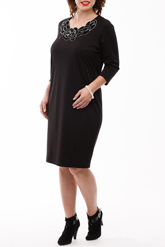 ПлатьеПлатья<br>Шикарное теплое платье прямого силуэта зауженное к низу выполнено из мягкого трикотажного полотна. Вырез горловины ассиметричный, украшен вязанным пришивным элементом. Рукав реглан 3/4.  Длина изделия по спинке: 100 см  В изделии использованы цвета: черный, белый  Рост девушки-фотомодели 168 см<br><br>Горловина: С- горловина<br>По длине: До колена<br>По материалу: Вискоза,Трикотаж<br>По рисунку: Однотонные<br>По силуэту: Полуприталенные<br>По стилю: Нарядный стиль,Повседневный стиль<br>По форме: Платье - футляр<br>По элементам: С декором<br>Рукав: Рукав три четверти<br>По сезону: Осень,Весна,Зима<br>Размер : 50,52,54,58,60<br>Материал: Трикотаж<br>Количество в наличии: 7