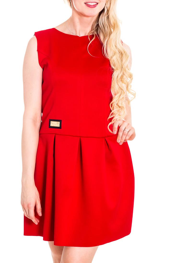 ПлатьеПлатья<br>Яркое красное платье из приятного материала. Отличный выбор для эффектного выхода.  Цвет: красный  Рост девушки-фотомодели 170 см.<br><br>Горловина: С- горловина<br>По длине: До колена<br>По материалу: Тканевые<br>По образу: Город,Клуб,Свидание<br>По рисунку: Однотонные<br>По сезону: Весна,Зима,Лето,Осень,Всесезон<br>По силуэту: Полуприталенные<br>По стилю: Нарядный стиль,Повседневный стиль<br>По форме: Платье - трапеция<br>По элементам: Со складками<br>Рукав: Без рукавов<br>Размер : 42,44,46<br>Материал: Неопрен<br>Количество в наличии: 3