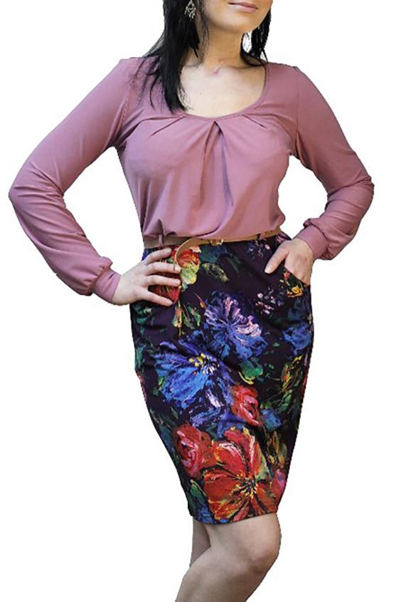 ПлатьеПлатья<br>Великолепное платье с имитацией цветной юбки и однотонной блузки с напуском. Модель приталенного силуэта, выполнена из приятного трикотажа. Отличный выбор для повседневного гардероба. Платье без пояса. Платье дополнено поясом.  Цвет: розовый, фиолетовый, мультицвет  Рост девушки-фотомодели 167 см<br><br>Горловина: С- горловина<br>По длине: До колена<br>По материалу: Вискоза,Трикотаж<br>По рисунку: Растительные мотивы,С принтом,Цветные,Цветочные<br>По силуэту: Полуприталенные<br>По стилю: Повседневный стиль<br>По форме: Платье - футляр<br>По элементам: С манжетами,С разрезом,Со складками<br>Разрез: Шлица<br>Рукав: Длинный рукав<br>По сезону: Осень,Весна,Зима<br>Размер : 50,52,54<br>Материал: Трикотаж + Холодное масло<br>Количество в наличии: 5
