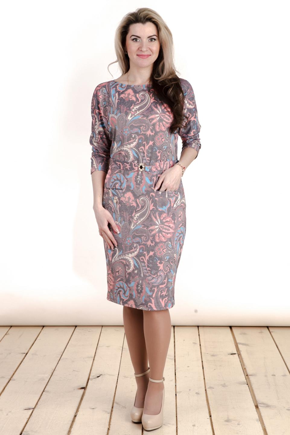 ПлатьеПлатья<br>Великолепное платье с круглой горловиной и рукавами 3/4. Модель выполнена из приятного трикотажа. Отличный выбор для любого случая. Платье без пояса.  Цвет: серо-сиреневый, голубой, коралловый  Длина изделия: 46 размер - 97 см 48 размер - 98 см 50 размер - 99 см 52 размер - 100 см 54 размер - 101 см 56 размер - 102 см  Рост девушки-фотомодели 163 см<br><br>По образу: Свидание,Город<br>По стилю: Повседневный стиль<br>По материалу: Вискоза,Трикотаж<br>По рисунку: С принтом,Цветные,Этнические<br>По сезону: Осень,Весна<br>По силуэту: Полуприталенные<br>По элементам: С карманами<br>По форме: Платье - футляр<br>По длине: До колена<br>Рукав: Рукав три четверти<br>Горловина: С- горловина<br>Размер: 46,48,50,52,54,56<br>Материал: 50% вискоза 50% полиэстер<br>Количество в наличии: 1