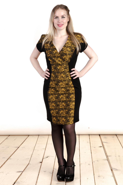 ПлатьеПлатья<br>Великолепное платье с V-образной горловиной и короткими рукавами. Модель выполнена из приятного трикотажа. Отличный выбор для любого случая.  Цвет: черный, желтый  Длина изделия/рукава: 48 размер - 89/15 см. 50 размер - 90/16 см. 52 размер - 91/17 см. 54 размер - 92/18 см. 56 размер - 93/19 см. 58 размер - 94/20 см.  Рост девушки-фотомодели 161 см<br><br>Горловина: V- горловина<br>По длине: До колена<br>По материалу: Вискоза,Жаккард,Трикотаж<br>По образу: Город,Свидание<br>По рисунку: Растительные мотивы,С принтом,Цветные,Цветочные<br>По силуэту: Полуприталенные<br>По стилю: Повседневный стиль<br>По форме: Платье - футляр<br>Рукав: Короткий рукав<br>По сезону: Осень,Весна<br>Размер : 48,50,52,54,56,58<br>Материал: Плательная ткань<br>Количество в наличии: 7