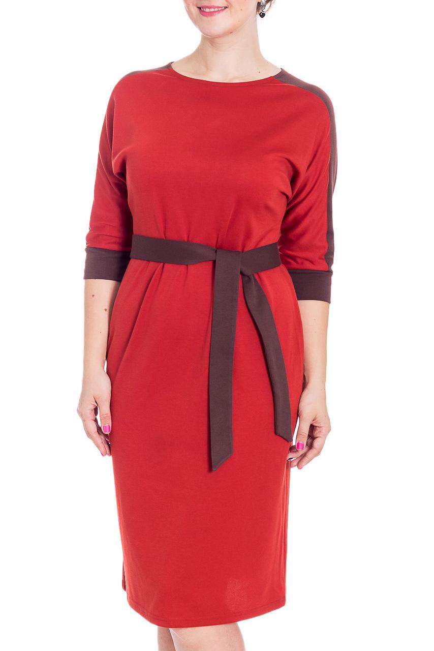 ПлатьеПлатья<br>Эффектное повседневное платье красного цвета. Модель выполнена из приятного трикотажа. Отличный выбор для повседневного гардероба. Платье без пояса.  В изделии использованы цвета: красный, бордовый  Рост девушки-фотомодели 180 см<br><br>Горловина: С- горловина<br>По длине: Ниже колена<br>По материалу: Трикотаж<br>По рисунку: Цветные<br>По силуэту: Полуприталенные<br>По стилю: Повседневный стиль<br>По форме: Платье - футляр<br>По элементам: С манжетами,С разрезом<br>Разрез: Короткий<br>Рукав: Рукав три четверти<br>По сезону: Осень,Весна,Зима<br>Размер : 46,48,50,52,56,58<br>Материал: Трикотаж<br>Количество в наличии: 6