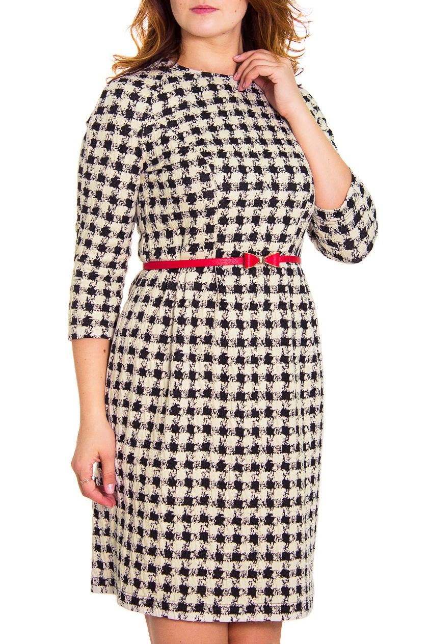 ПлатьеПлатья<br>Стильное платье с актуальным принтом «куриная лапка» станет вашим любимым Непревзойденный комфорт обеспечивают мягкий трикотаж и крой, позволяющий чувствовать себя непринужденно: приталенный силуэт, прямая юбка с небольшими складочками от боковых подрезов на талии, шлица, молния на спинке, длинной 50 см., рукав — реглан . В комплект входит оригинальный ремешок с бантиком, придающий образу пикантность и очарование.  Рост девушки-фотомодели 180 см.  Цвет: бежевый, черный<br><br>Горловина: С- горловина<br>По длине: До колена<br>По материалу: Вискоза,Трикотаж<br>По рисунку: Цветные<br>По сезону: Весна,Осень,Зима<br>По силуэту: Полуприталенные<br>По стилю: Повседневный стиль<br>По элементам: С поясом<br>Рукав: Рукав три четверти<br>Размер : 46,48,50,54<br>Материал: Трикотаж<br>Количество в наличии: 5
