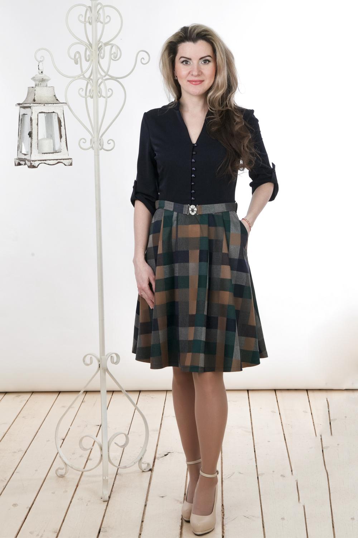 ПлатьеПлатья<br>Восхитительное платье с V-образным вырезом и рукавами 3/4. Модель выполнена из приятной ткани. Отличный выбор для повседневного и делового гардероба. Платье без пояса.  Цвет: черный, серый, зеленый, бежевый  Длина изделия: 44 размер - 89 см 46 размер - 90 см 48 размер - 91 см 50 размер - 92 см 52 размер - 93 см 54 размер - 94 см  Длина рукава 33 см   Рост девушки-фотомодели 163 см<br><br>Горловина: V- горловина<br>По длине: Ниже колена<br>По материалу: Вискоза,Тканевые<br>По образу: Город,Офис,Свидание<br>По рисунку: В полоску,Геометрия,С принтом,Цветные<br>По силуэту: Полуприталенные<br>По стилю: Офисный стиль,Повседневный стиль<br>По форме: Платье - трапеция<br>По элементам: С декором,С патами,С пуговицами<br>Рукав: Рукав три четверти<br>По сезону: Осень,Весна<br>Размер : 44,46,48,50,52,54<br>Материал: Костюмно-плательная ткань<br>Количество в наличии: 1