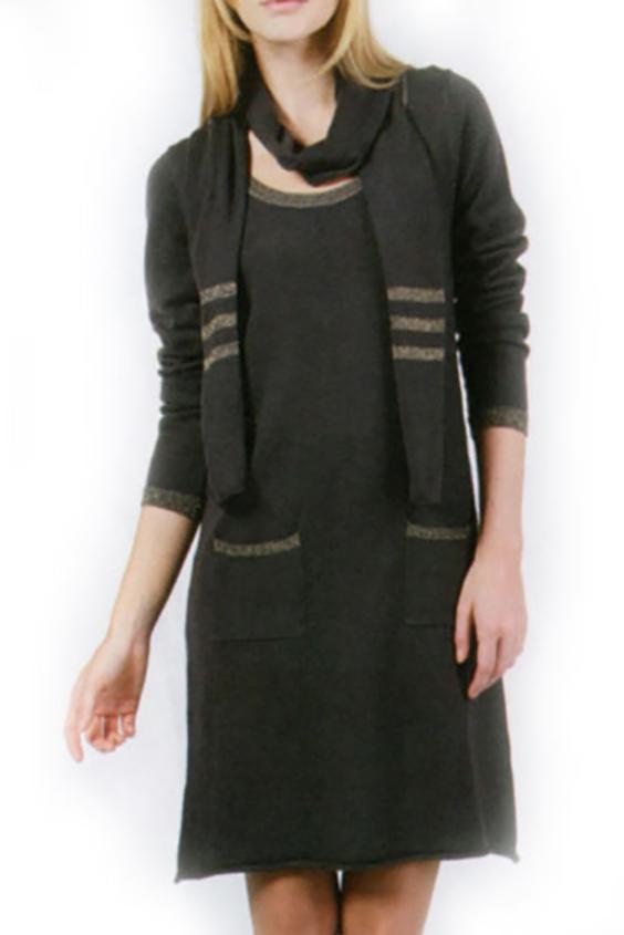 ПлатьеПлатья<br>Женское платье с длинными рукавами. Модель выполнена из вязаного трикотажа. Вязаный трикотаж - это красота, тепло и комфорт. В вязаных вещах очень легко оставаться женственной и в то же время не замёрзнуть. Платье с шарфиком.  Цвет: коричневый<br><br>Горловина: С- горловина<br>По длине: До колена<br>По материалу: Вязаные,Трикотаж<br>По рисунку: Однотонные<br>По сезону: Зима<br>По силуэту: Полуприталенные<br>По стилю: Повседневный стиль<br>Рукав: Длинный рукав<br>Размер : 44,46,48,50,52<br>Материал: Вязаное полотно<br>Количество в наличии: 16