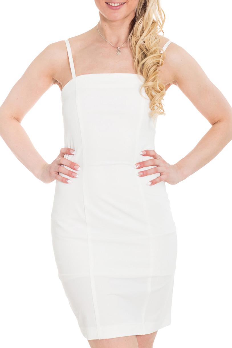 ПлатьеПлатья<br>По форме это платье-комбинация, оно маленькое, обтягивающее фигуру, но откровенность комбинации скрыта в этой модели плотной тканью и подкладом. В таком платье можно отправиться не только на вечеринку или прогулку, но и в офис на работу, если поверх платья надеть пиджак.  Цвет: белый  Рост девушки-фотомодели 170 см.<br><br>По длине: До колена<br>По материалу: Тканевые<br>По рисунку: Однотонные<br>По сезону: Весна,Зима,Лето,Осень,Всесезон<br>По силуэту: Приталенные<br>По стилю: Нарядный стиль,Летний стиль<br>По форме: Платье - футляр<br>По элементам: С разрезом<br>Разрез: Шлица<br>Рукав: Без рукавов<br>Размер : 42,44,46<br>Материал: Плательная ткань<br>Количество в наличии: 3