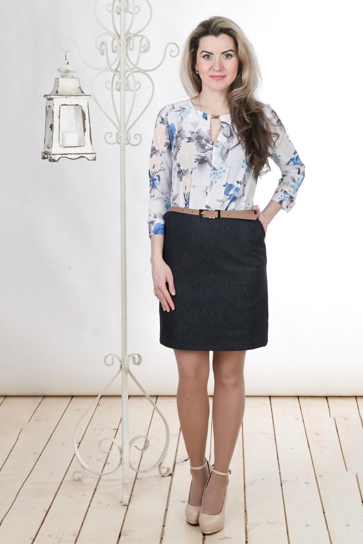 ПлатьеПлатья<br>Интересное платье с имитацией юбки и блузки. Юбка выполнена из плотной джинсовой ткани, блузка из креп-шифона с цветочным принтом. Отличный выбор для повседневного гардероба.Платье без пояса.Цвет: синий, белый, серый, голубойДлина изделия:44 размер - 82 см46 размер - 84 см48 размер - 85 см50 размер - 86 см52 размер - 87 см54 размер - 88 смДлина рукава 48 см.Рост девушки-фотомодели 163 см<br><br>Горловина: С- горловина<br>Рукав: Рукав три четверти<br>Длина: До колена<br>Материал: Вискоза,Джинс,Шифон<br>Рисунок: Растительные мотивы,С принтом,Цветные,Цветочные<br>Сезон: Весна,Осень<br>Силуэт: Полуприталенные<br>Стиль: Повседневный стиль<br>Форма: Платье - футляр<br>Размер : 48,50,52,54<br>Материал: Джинс<br>Количество в наличии: 4