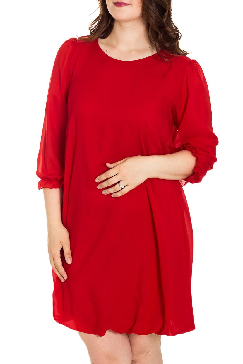 ПлатьеПлатья<br>Это эффектное платье-баллон из легкой шифоновой ткани придется по вкусу многим юным девушкам и молодым женщинам. Его короткая длина открывает к всеобщему обозрению красивые и стройные ножки обладательницы платья, а удачный крой модели поможет скрыть возможные недостатки в верхней части женской фигуры. Достаточно подчеркнуть линию талии оригинальным тонким пояском – и шикарный вечерний наряд готов  Верх платья-баллон из шифона, который закладывается в воздушные складки, а внутренняя часть подобрана в тон верха и выполнена из трикотажа «холодное масло», которое скользит по телу и не сковывает движения . Рукав втачной, длиной 3/4,  без подклада, с небольшой сборкой по окату, низ рукава собран на тонкую резинку и формирует кокетливую рюшечку – поэтому длину рукава можно регулировать.  Длина изделия: 46-48 р-р.- около 87,0 см; 50-52 р-р. – около 97,0 см; 54-56 р-р. – около 99,0 см.  Цвет: красный  Рост девушки-фотомодели 180 см<br><br>Горловина: С- горловина<br>По длине: До колена<br>По материалу: Шифон<br>По рисунку: Однотонные<br>По сезону: Весна,Зима,Лето,Осень,Всесезон<br>По силуэту: Прямые<br>По стилю: Повседневный стиль<br>По форме: Платье - баллон<br>Рукав: Рукав три четверти<br>Размер : 48,50,52<br>Материал: Шифон<br>Количество в наличии: 3