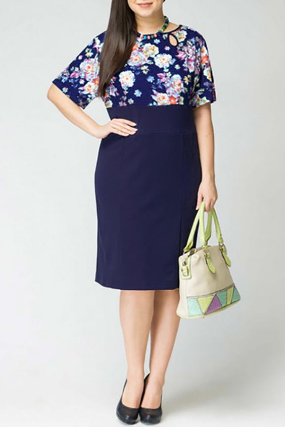 ПлатьеПлатья<br>Женское платье с круглой горловиной и рукавами до локтя. Модель выполнена из приятного материала. Отличный выбор для повседневного гардероба.  Цвет: синий, мультицвет  Рост девушки-фотомодели 170 см<br><br>Горловина: С- горловина<br>По длине: Ниже колена<br>По материалу: Тканевые<br>По рисунку: Растительные мотивы,С принтом,Цветные,Цветочные<br>По силуэту: Полуприталенные<br>По стилю: Повседневный стиль<br>По форме: Платье - футляр<br>По элементам: С разрезом<br>Разрез: Шлица<br>Рукав: До локтя<br>По сезону: Осень,Весна,Зима<br>Размер : 52,54,56<br>Материал: Плательная ткань<br>Количество в наличии: 7