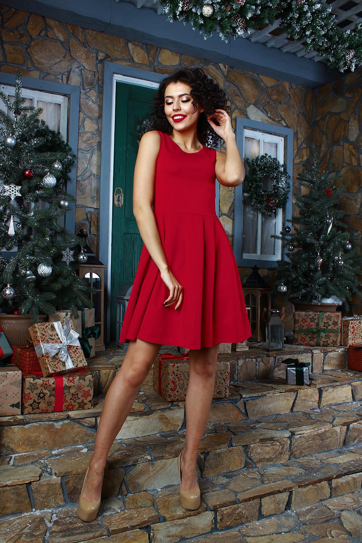 ПлатьеПлатья<br>Платье из плотного трикотажного полотна с эластаном прилегающего силуэта, отрезное по линии талии. Полочка и спинка с рельефами, юбка со складками.  Длина изделия от 91 см до 97 см, в зависимости от размера.  В изделии использованы цвета: красный  Рост девушки-фотомодели 175 см.<br><br>Горловина: С- горловина<br>По длине: До колена<br>По материалу: Тканевые<br>По рисунку: Однотонные<br>По силуэту: Приталенные<br>По стилю: Повседневный стиль<br>По форме: Платье - трапеция<br>По элементам: Со складками<br>Рукав: Без рукавов<br>По сезону: Осень,Весна<br>Размер : 46,48<br>Материал: Плательная ткань<br>Количество в наличии: 2