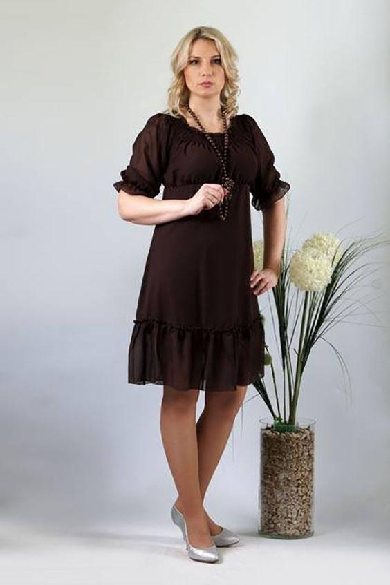 ПлатьеПлатья<br>Романтичная модель подойдет для любого торжества. Шифоновое однотонное платье отрезное под грудью, расширенного к низу силуэта. Лиф расширенный как по верхнему, так и по нижнему срезу. По верхнему срезу всего изделия проложены параллельные ряды строчки нитки-резинки с открытым внешним срезом, позволяющие носить изделие либо оголив плечи, либо закрыв их. По шву притачивания к юбке лиф равномерно присобран. Рукава широкие, длиной до локтя, покроя реглан. По нижнему срезу рукава проложена строчка нитки-резинки, образующая небольшую оборку. Юбка расширенная к низу с настроченным присборенным прямоугольным воланом. Ширина волана 20,0 см. Юбка на подкладке. Длина подкладки короче обшей длины платья на 17,5 см.  Длина изделия: До 48 размера - 90,0 см; 50 размер - 94,0 см; 52-58 размеры – 97,0 см.   Цвет: коричневый  Ростовка изделия 170 см.<br><br>Горловина: Лодочка<br>По длине: До колена<br>По материалу: Тканевые<br>По рисунку: Однотонные<br>По силуэту: Свободные<br>По стилю: Повседневный стиль<br>По форме: Платье - трапеция<br>По элементам: С воланами и рюшами<br>Рукав: Рукав три четверти<br>По сезону: Осень,Весна<br>Размер : 46,50,52,58<br>Материал: Шифон<br>Количество в наличии: 4