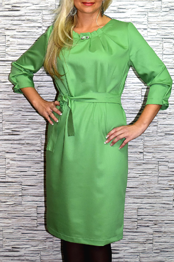 ПлатьеПлатья<br>Стильное женское платье из приятной костюмно-плательной ткани. Изделие можно носить как с поясом, так и без. Платье без пояса  Цвет: зеленый.  Рост девушки-фотомодели 170 см<br><br>По длине: Ниже колена<br>По материалу: Костюмные ткани,Тканевые<br>По образу: Город,Свидание<br>По рисунку: Однотонные<br>По сезону: Весна,Всесезон,Зима,Лето,Осень<br>По силуэту: Прямые<br>По стилю: Летний стиль,Повседневный стиль<br>По форме: Платье - футляр<br>По элементам: С декором,С отделочной фурнитурой,Со складками<br>Рукав: Рукав три четверти<br>Горловина: С- горловина<br>Размер : 46<br>Материал: Костюмно-плательная ткань<br>Количество в наличии: 1