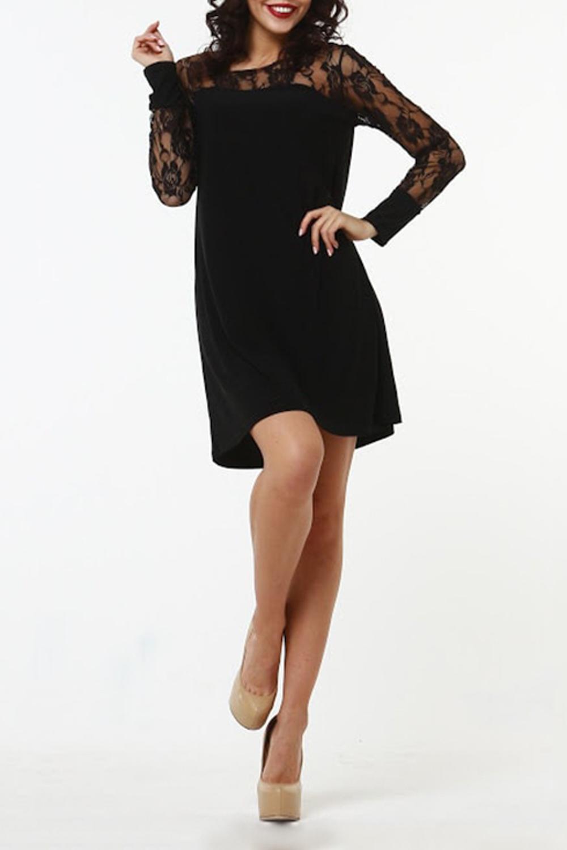 ПлатьеПлатья<br>Комбинированное платье прямого силуэта из легкого струящегося трикотажного полотна. Кокетка полочки и спинки и рукава выполнены из гипюра. Рукав втачной, длинный, на манжете. Элегантная, нарядная и соблазнительная модель с рукавами из гипюра подчеркнет отменный вкус своей обладательницы В таком платье вы точно не останетесь без внимания  Длина изделия от 93 см до 100 см, в зависимости от размера.  В изделии использованы цвета: черный  Рост девушки-фотомодели 176 см<br><br>Горловина: С- горловина<br>По длине: До колена<br>По материалу: Гипюр,Трикотаж<br>По рисунку: Однотонные<br>По сезону: Весна,Зима,Лето,Осень,Всесезон<br>По силуэту: Полуприталенные<br>По стилю: Нарядный стиль<br>По форме: Платье - трапеция<br>По элементам: С манжетами<br>Рукав: Длинный рукав<br>Размер : 54<br>Материал: Холодное масло + Гипюр<br>Количество в наличии: 1