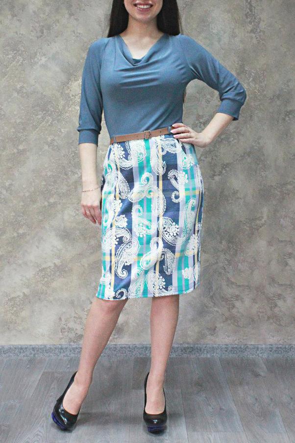 ПлатьеПлатья<br>Чудесное женское платье с горловиной качель и рукавами 3/4. Модель станет идеальным дополнением к Вашему повседневному гардеробу. Ремнь в комплект не входит.  Цвет: сине-голубой, белый и др.  Ростовка изделия 170 см.<br><br>Горловина: Качель<br>По длине: До колена<br>По материалу: Трикотаж<br>По образу: Город,Свидание<br>По рисунку: С принтом,Цветные,В клетку<br>По силуэту: Полуприталенные<br>По стилю: Повседневный стиль<br>По форме: Платье - футляр<br>По элементам: С манжетами<br>Рукав: Рукав три четверти<br>По сезону: Осень,Весна<br>Размер : 44,50,52,54,56<br>Материал: Холодное масло<br>Количество в наличии: 16