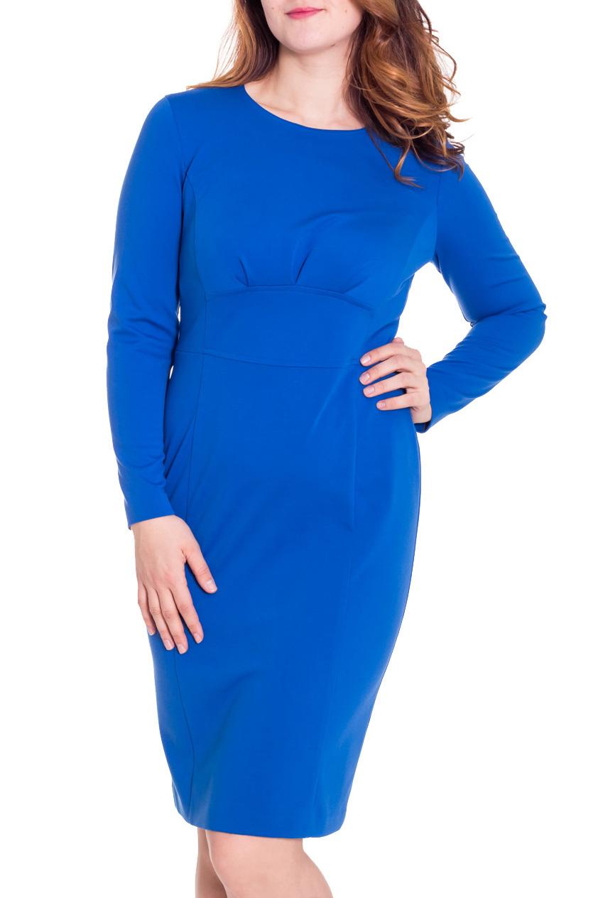 ПлатьеПлатья<br>Безупречный образ в этом элегантном платье Вам обеспечен Оно выполнено из плотного высококачественного джерси, которое в процессе носки не подвержено образованию катышков. Стройный силуэт помогает создать деталь, подчеркивающая талию. На спинке молния, юбка-карандаш со шлицей. Рукав цельнокройный, длинный. Прекрасный вариант платья на любой случай.  Цвет: синий  Рост девушки-фотомодели 180 см.<br><br>Горловина: С- горловина<br>По длине: Ниже колена<br>По материалу: Вискоза,Трикотаж<br>По рисунку: Однотонные<br>По сезону: Зима<br>По силуэту: Полуприталенные<br>По стилю: Офисный стиль,Повседневный стиль<br>По форме: Платье - футляр<br>По элементам: С разрезом<br>Разрез: Короткий,Шлица<br>Рукав: Длинный рукав<br>Размер : 48,50<br>Материал: Джерси<br>Количество в наличии: 3