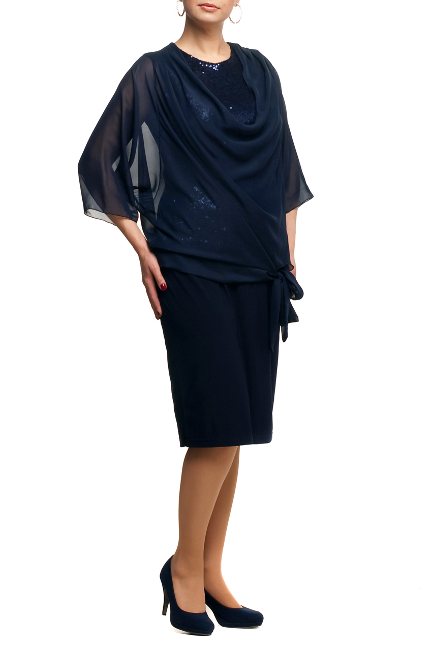 ПлатьеПлатья<br>Нарядное платье с имитацией накидки из воздушного шифона. Модель выполнена из приятных материалов. Отличный выбор для любого торжества.  Цвет: темно-синий  Рост девушки-фотомодели 173 см.<br><br>Горловина: С- горловина<br>По длине: Ниже колена<br>По материалу: Трикотаж,Шифон<br>По рисунку: Однотонные<br>По сезону: Весна,Зима,Лето,Осень,Всесезон<br>По силуэту: Полуприталенные<br>По стилю: Нарядный стиль,Вечерний стиль<br>По элементам: С декором<br>Рукав: Рукав три четверти<br>Размер : 48,52,54,56,60,62,66<br>Материал: Холодное масло + Шифон<br>Количество в наличии: 7