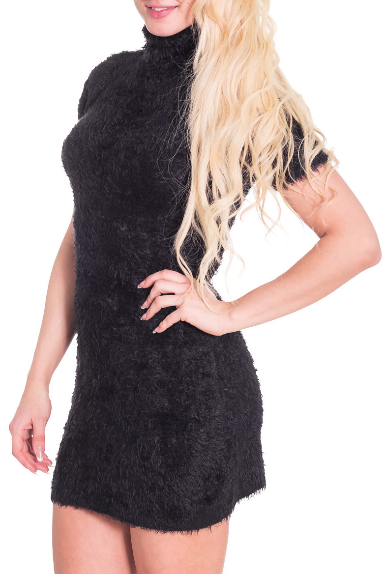 Платье - туникаТуники<br>Теплое женское платье - туника с воротником стойка и короткими рукавами. Модель выполнена из вязанного полотна. Отличный выбор для любого случая.  Цвет: черный  Рост девушки-фотомодели 170 см<br><br>Воротник: Стойка<br>По материалу: Вязаные<br>По рисунку: Однотонные<br>По сезону: Весна,Осень,Зима<br>По силуэту: Приталенные<br>По стилю: Повседневный стиль<br>Рукав: Короткий рукав<br>По элементам: С воротником<br>Размер : 46<br>Материал: Вязаное полотно<br>Количество в наличии: 3
