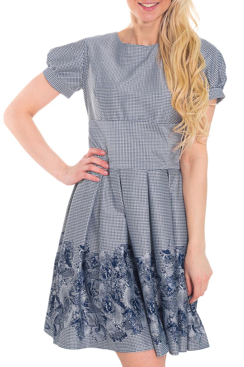 ПлатьеПлатья<br>Это романтичное женское платье в стиле 60-х годов. Отрезная по линии талии юбка, собранная во встречные складки, зрительно скрывает легкие недостатки фигуры. Завышенная головка рукава и подрез под линией груди добавляют женственности этой модели.   Цвет: синий, белый  Рост девушки-фотомодели 170 см<br><br>Горловина: С- горловина<br>По длине: До колена<br>По материалу: Тканевые,Хлопок<br>По рисунку: С принтом,Цветные<br>По сезону: Лето,Осень,Весна<br>По силуэту: Полуприталенные<br>По стилю: Винтаж,Повседневный стиль<br>По форме: Платье - трапеция<br>По элементам: Со складками<br>Рукав: Короткий рукав<br>Размер : 42,46,48<br>Материал: Плательная ткань<br>Количество в наличии: 3