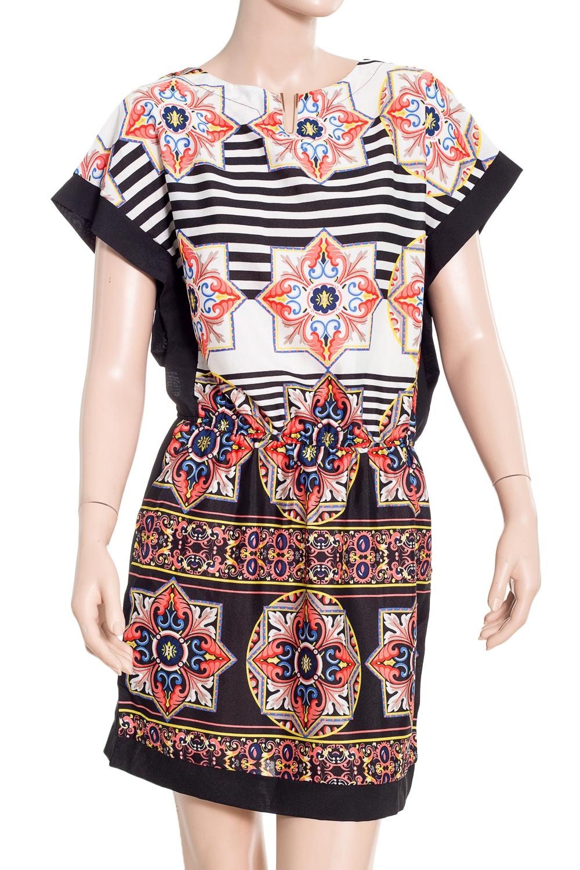 ПлатьеПлатья<br>Цветное платье с фигурной горловиной. Модель выполнена из шелковистого материала. Отличный выбор для повседневного гардероба.В изделии использованы цвета: черный, белый, коралловый и др.Ростовка изделия 170 см<br><br>Горловина: Фигурная горловина<br>Рукав: Короткий рукав<br>Материал: Шелк<br>Рисунок: В полоску,С принтом,Цветные,Этнические<br>Сезон: Лето<br>Силуэт: Полуприталенные<br>Стиль: Повседневный стиль<br>Размер : 46,48<br>Материал: Искусственный шелк<br>Количество в наличии: 2