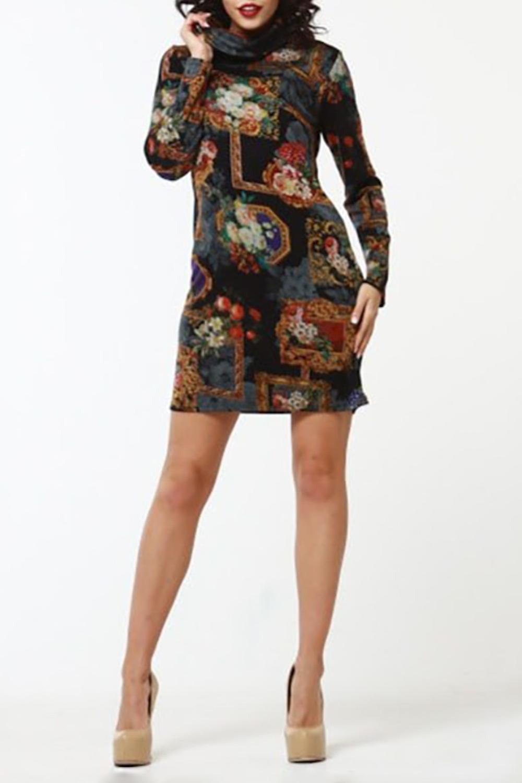 ПлатьеПлатья<br>Прямое платье из полушерстяного трикотажного полотна, рукав втачной, длинный, воротник - хомут. Тёплое платье с высоким горлом и нереально стильным картинным принтом - для quot;must-visitquot; событий зимы: театров, кино и выставок Куда угодно, чтобы выглядеть интеллектуально и стильно  Длина изделия от 85 см до 95 см, в зависимости от размера.  В изделии использованы цвета: черный, бежевый и др.  Рост девушки-фотомодели 176 см<br><br>Воротник: Хомут<br>По длине: До колена<br>По материалу: Трикотаж<br>По рисунку: Растительные мотивы,С принтом,Цветные,Цветочные<br>По силуэту: Приталенные<br>По стилю: Повседневный стиль<br>По форме: Платье - футляр<br>Рукав: Длинный рукав<br>По сезону: Зима<br>Размер : 44,46<br>Материал: Трикотаж<br>Количество в наличии: 2