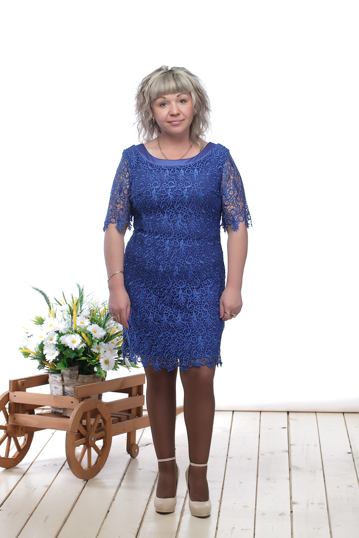 ПлатьеПлатья<br>Нарядное платье с рукавами до локтя и изысканным вырезом на спинке. Модель выполнена из ажурного гипюра на приятном трикотажном подкладе, отделка из атласа. Отличный выбор для любого торжества.  Цвет: синий  Длина изделия: 44 размер - 89 см 46 размер - 90 см 48 размер - 91 см 50 размер - 92 см 52 размер - 93 см 54 размер - 94 см  Рост девушки-фотомодели 164 см<br><br>Горловина: С- горловина<br>По длине: До колена<br>По материалу: Гипюр<br>По образу: Выход в свет,Свидание<br>По рисунку: Однотонные,Фактурный рисунок<br>По сезону: Весна,Зима,Лето,Осень,Всесезон<br>По силуэту: Приталенные<br>По стилю: Нарядный стиль<br>По форме: Платье - футляр<br>По элементам: С декором,С открытой спиной,С фигурным низом<br>Рукав: До локтя<br>Размер : 44,46,48,50,52,54<br>Материал: Гипюр<br>Количество в наличии: 6