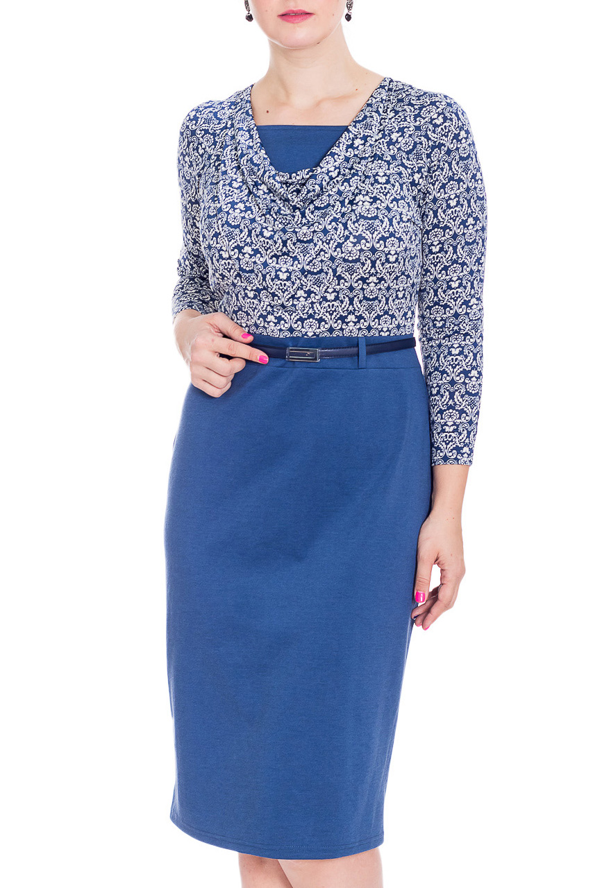 ПлатьеПлатья<br>Женственное платье с длинными рукавами. Модель выполнена из приятного трикотажа. Отличный выбор для повседневного гардероба. Платье без пояса.  В изделии использованы цвета: синий, белый  Рост девушки-фотомодели 180 см<br><br>Горловина: С- горловина<br>По длине: Ниже колена<br>По материалу: Трикотаж<br>По образу: Город,Свидание<br>По рисунку: С принтом,Цветные<br>По силуэту: Приталенные<br>По стилю: Повседневный стиль<br>По форме: Платье - футляр<br>По элементам: С разрезом<br>Разрез: Короткий<br>Рукав: Длинный рукав<br>По сезону: Осень,Весна<br>Размер : 48,50,52,54<br>Материал: Трикотаж + Холодное масло<br>Количество в наличии: 4