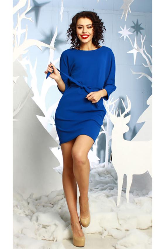 ПлатьеПлатья<br>Платье из плотного трикотажа прилегающего силуэта с цельнокроенным рукавом 3/4 и внутренними боковыми карманами; вырез- quot;лодочкаquot;. Очаровательное платье для любого типа фигуры. Так много стильных комбинаций сразу рождается в голове, ведь его можно носить и как тунику  Длина изделия от 87 см до 93 см , в зависимости от размера.  В изделии использованы цвета: васильковый  Рост девушки-фотомодели 176 см.<br><br>Горловина: Лодочка<br>По длине: До колена<br>По материалу: Вискоза,Трикотаж<br>По рисунку: Однотонные<br>По сезону: Зима,Осень,Весна<br>По силуэту: Приталенные<br>По стилю: Классический стиль,Офисный стиль,Повседневный стиль<br>По форме: Платье - футляр<br>По элементам: С карманами<br>Рукав: Рукав три четверти<br>Размер : 44,48<br>Материал: Трикотаж<br>Количество в наличии: 2
